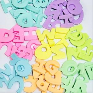 Letras p/ montar nomes ou frases Cód.631 (OBS: Valor unitário por letra, escolher cores baixo. tam. da letra aprox. 2,5cm x 2cm)